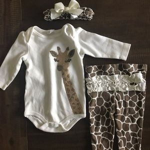 New Without Tags Baby Girl Giraffe Outfit Set